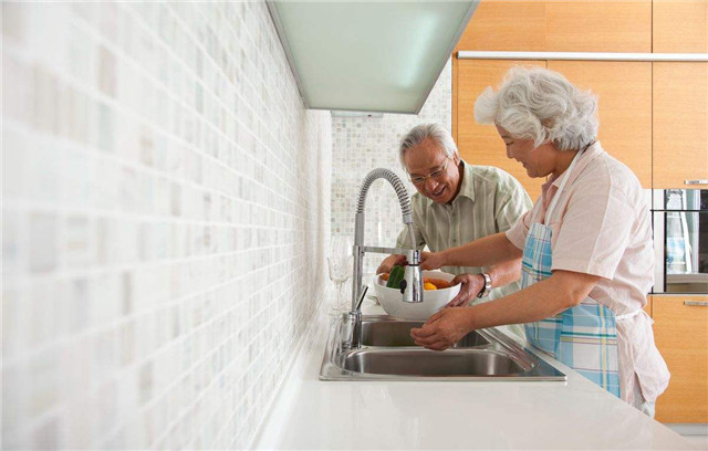 This kitchen design makes the elderly more comfortable and comfortable when cooking